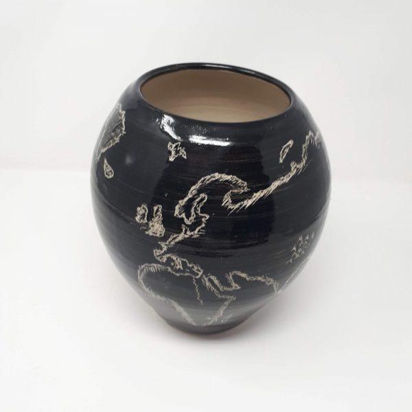 Globe pot